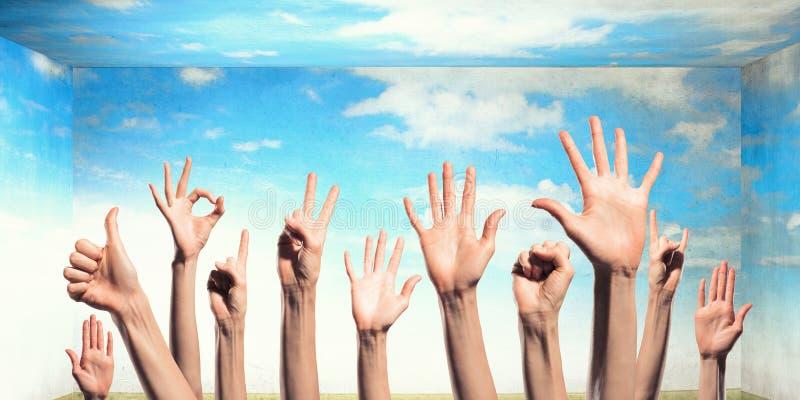 Χέρια που παρουσιάζουν χειρονομίες Μικτά μέσα στοκ φωτογραφία με δικαίωμα ελεύθερης χρήσης