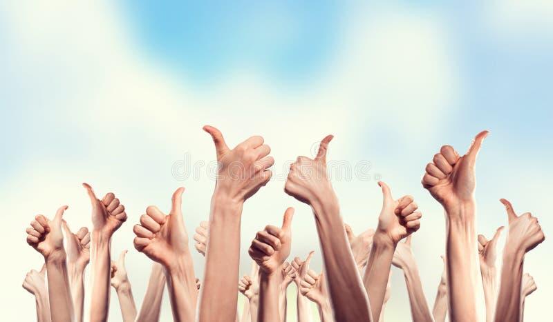 Χέρια που παρουσιάζουν χειρονομίες στοκ φωτογραφία