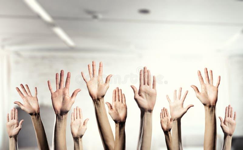 Χέρια που παρουσιάζουν χειρονομίες στοκ εικόνες με δικαίωμα ελεύθερης χρήσης