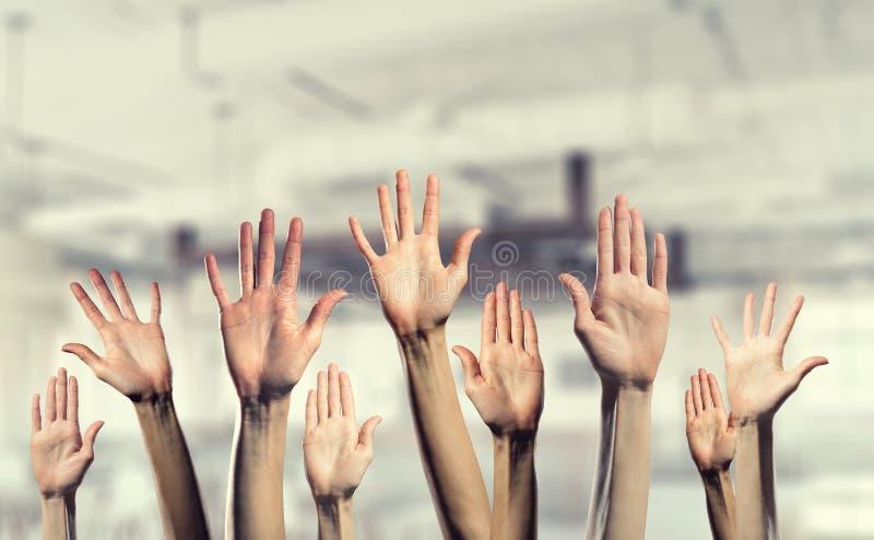 Χέρια που παρουσιάζουν χειρονομίες στοκ φωτογραφία με δικαίωμα ελεύθερης χρήσης