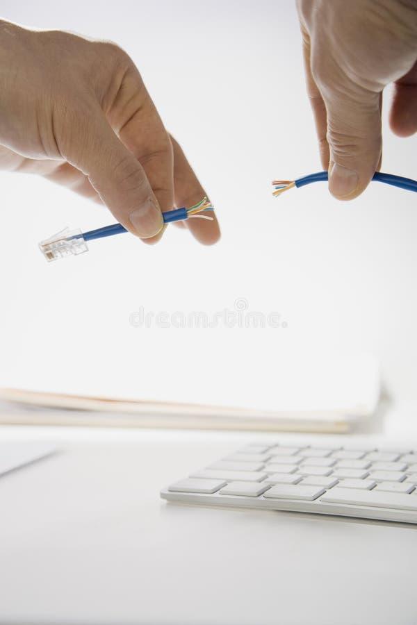 χέρια που προετοιμάζουν & στοκ εικόνες με δικαίωμα ελεύθερης χρήσης