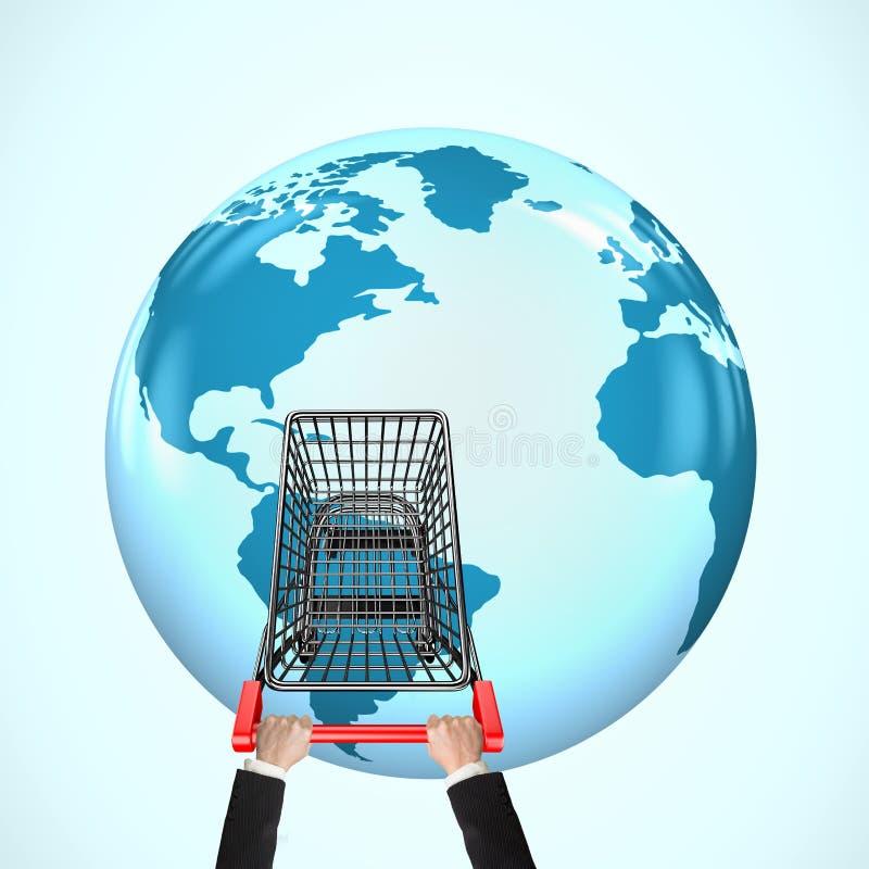 Χέρια που ωθούν το κάρρο αγορών στην τρισδιάστατη σφαίρα με τον παγκόσμιο χάρτη ελεύθερη απεικόνιση δικαιώματος
