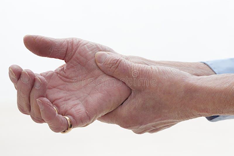 Χέρια πρεσβυτέρων με τον πόνο στοκ εικόνες