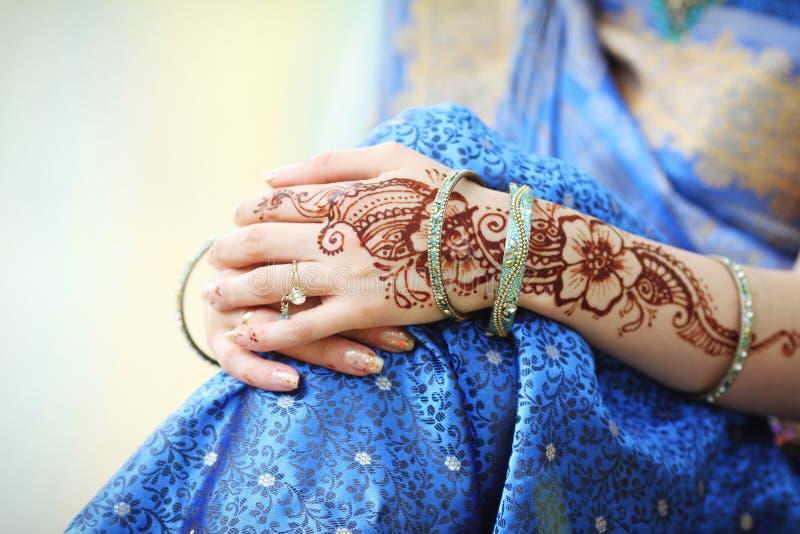 Χέρια της ινδικής γυναίκας στοκ εικόνα