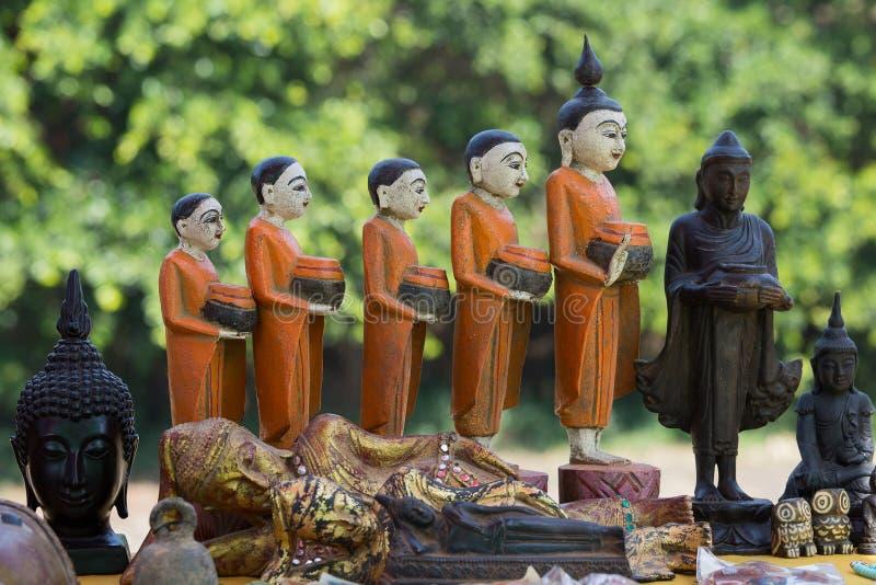 Χέρι - γίνοντα αναμνηστικά στην αγορά στη λίμνη Inle Myanmar στοκ εικόνες