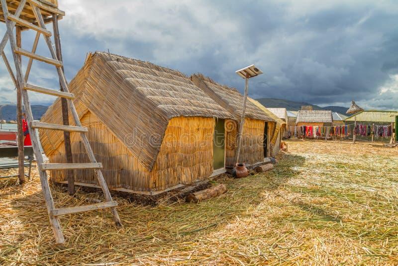 Χέρι - γίνοντα σπίτια σε Uros, Περού, Νότια Αμερική. στοκ εικόνα