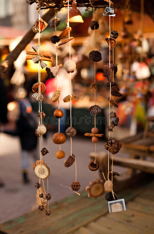 Χέρι - γίνοντες διακοσμήσεις Χριστουγέννων στοκ εικόνα