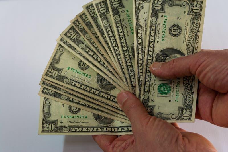 Χέρι δύο που κρατά έναν ανεμιστήρα των δολαρίων στοκ φωτογραφία με δικαίωμα ελεύθερης χρήσης