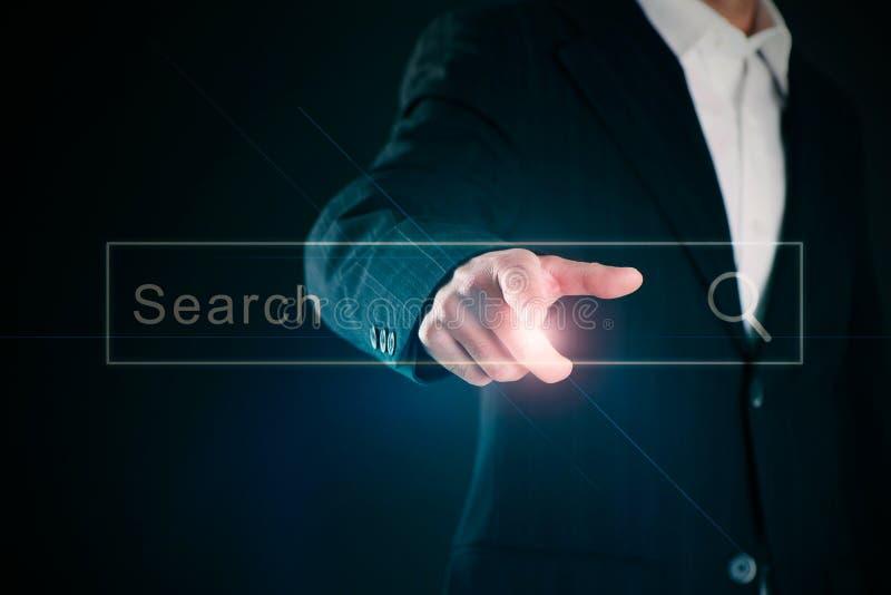 Χέρι επιχειρηματιών που δείχνει στην κενή οθόνη στοκ φωτογραφία με δικαίωμα ελεύθερης χρήσης