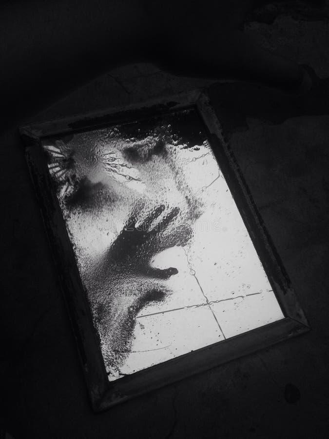 Χέρι καθρεφτών στοκ φωτογραφία