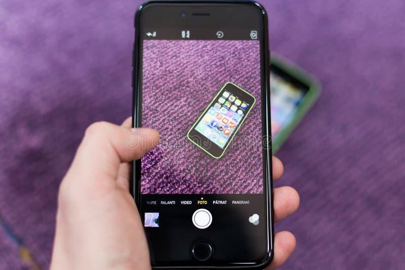 Χέρι και Iphone 6 συν στοκ φωτογραφία