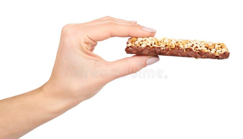 Χέρι με το υγιές granola, την ενέργεια, τον αθλητισμό, το πρόγευμα και τον πρωτεϊνικό φραγμό στοκ εικόνες με δικαίωμα ελεύθερης χρήσης