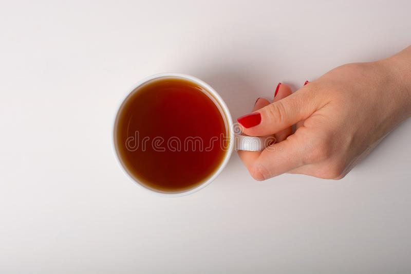 Χέρι με το φλυτζάνι του τσαγιού στοκ φωτογραφίες με δικαίωμα ελεύθερης χρήσης