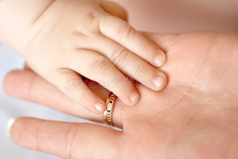 Download χέρι μωρών στοκ εικόνα. εικόνα από υγεία, πρόγονος, childcare - 13188857