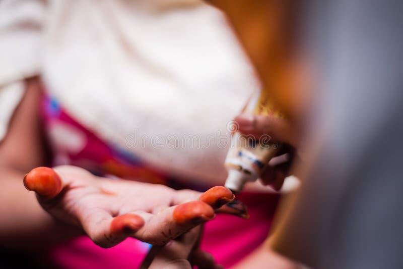Χέρι που διακοσμείται με Henna στοκ φωτογραφία