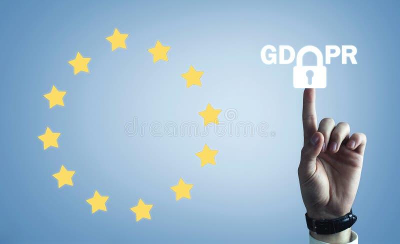 Χέρι που αγγίζει στο λουκέτο GDPR- γενική προστασία δεδομένων Regulati στοκ φωτογραφία με δικαίωμα ελεύθερης χρήσης