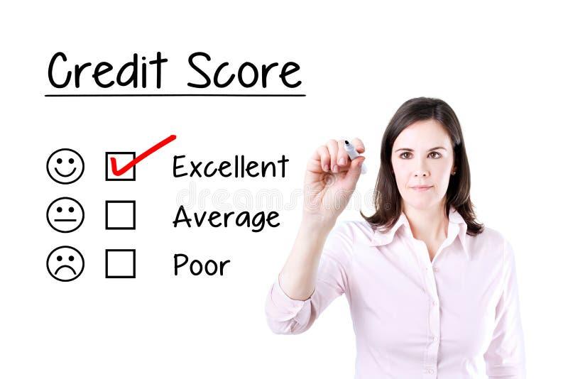 Χέρι που βάζει το σημάδι ελέγχου με τον κόκκινο δείκτη στην άριστη μορφή αξιολόγησης πιστωτικού αποτελέσματος στοκ φωτογραφίες
