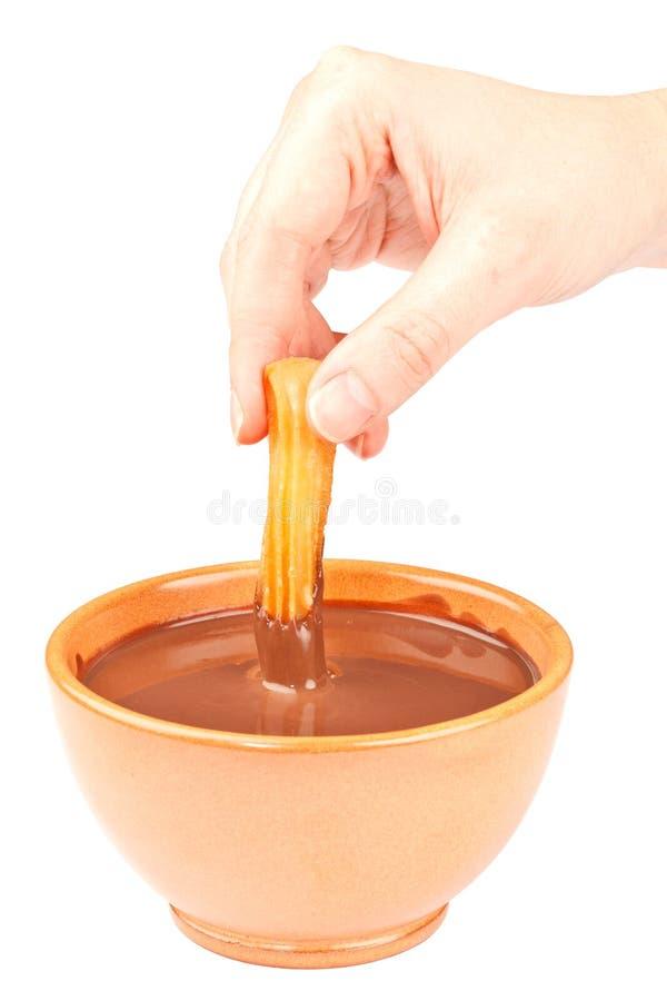 Χέρι που βυθίζει ένα Churro στη σοκολάτα στοκ φωτογραφία με δικαίωμα ελεύθερης χρήσης