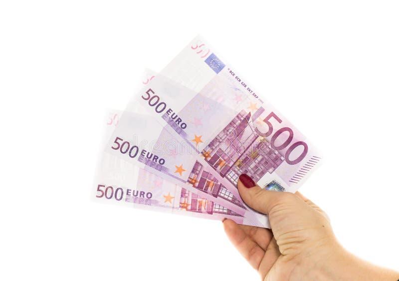Χέρι που κρατά τα ευρο- χρήματα 500 απομονωμένα στο άσπρο υπόβαθρο στοκ φωτογραφίες