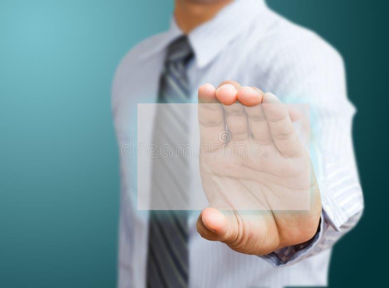 Χέρι που κρατά τη φουτουριστική επαγγελματική κάρτα στοκ εικόνες