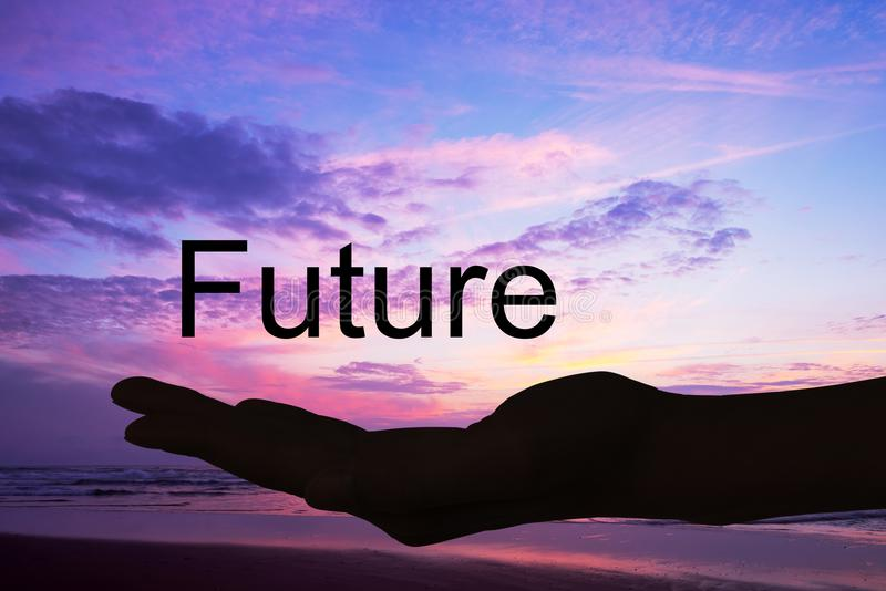 Χέρι που προσφέρει το μέλλον λέξης, υπόβαθρο ηλιοβασιλέματος στοκ φωτογραφία με δικαίωμα ελεύθερης χρήσης