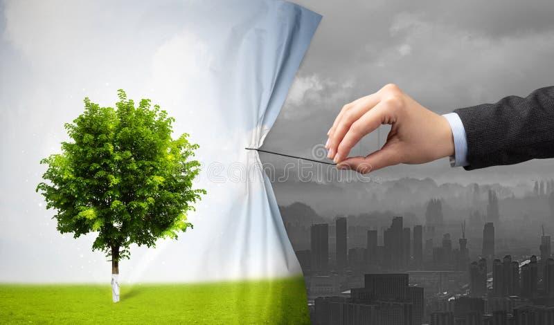 Χέρι που τραβά την κουρτίνα εικονικής παράστασης πόλης φύσης στην γκρίζα εικονική παράσταση πόλης στοκ φωτογραφία με δικαίωμα ελεύθερης χρήσης