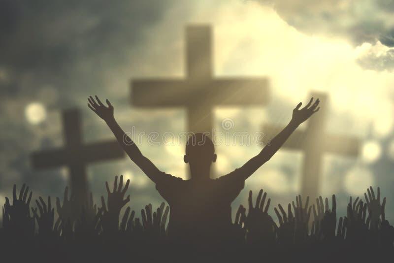 Χέρι προσευχών με τρία διαγώνια σύμβολα στοκ εικόνα με δικαίωμα ελεύθερης χρήσης