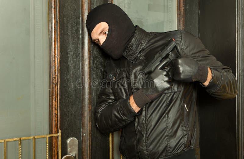 χέρι πυροβόλων όπλων το άτο&mu στοκ εικόνες με δικαίωμα ελεύθερης χρήσης