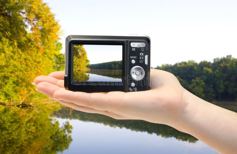 Download χέρι φωτογραφικών μηχανών στοκ εικόνα. εικόνα από ενιαίος - 13182477