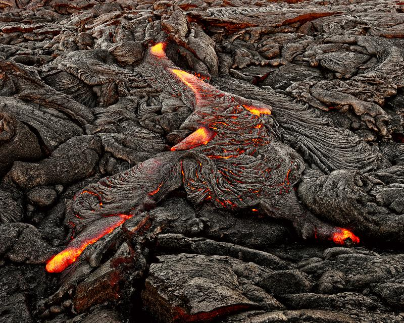 Χαβάη - η λάβα προκύπτει από μια στήλη της γης στοκ εικόνες
