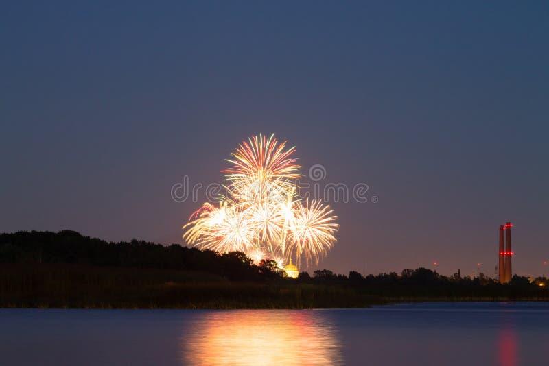 Χαιρετισμός στο νυχτερινό ουρανό θαλασσίως στοκ εικόνες