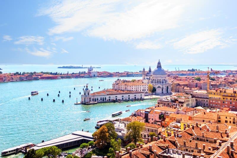 Χαιρετισμός della της Σάντα Μαρία και νησί Giudecca, άποψη από το καμπαναριό πλατειών SAN Marco στοκ φωτογραφία με δικαίωμα ελεύθερης χρήσης
