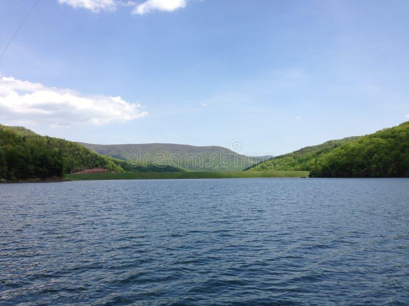 Χαλάρωση ζωής λιμνών στοκ εικόνα