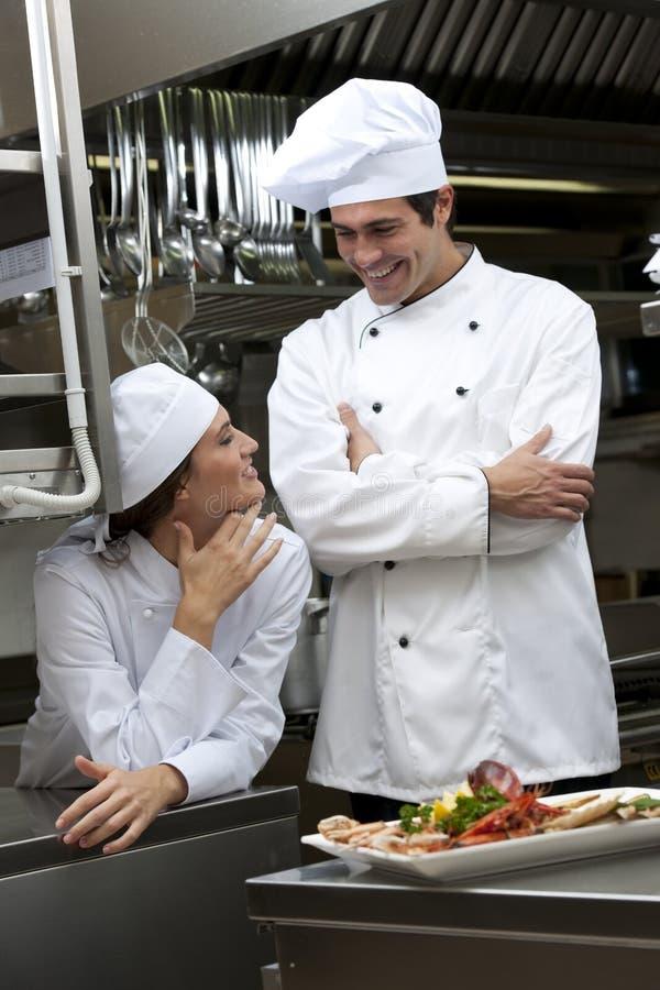 Χαλάρωση στην κουζίνα στοκ φωτογραφία