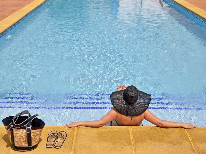 χαλαρωμένες θέση γυναίκ&epsilon στοκ εικόνες