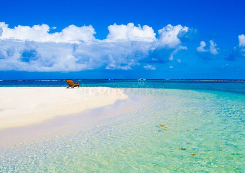 Χαλαρώνοντας στην καρέκλα - Μπελίζ Cayes - μικρό τροπικό νησί στο σκόπελο εμποδίων με την παραλία παραδείσου - που είναι γνωστή γ στοκ εικόνα