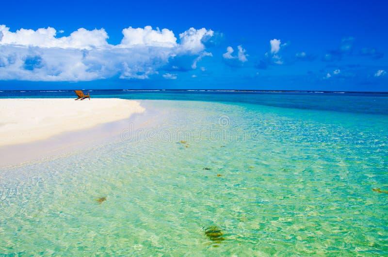 Χαλαρώνοντας στην καρέκλα - Μπελίζ Cayes - μικρό τροπικό νησί στο σκόπελο εμποδίων με την παραλία παραδείσου - που είναι γνωστή γ στοκ εικόνες με δικαίωμα ελεύθερης χρήσης
