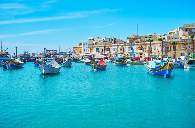 Χαλαρώστε στην ακτή Marsaxlokk στοκ φωτογραφίες με δικαίωμα ελεύθερης χρήσης