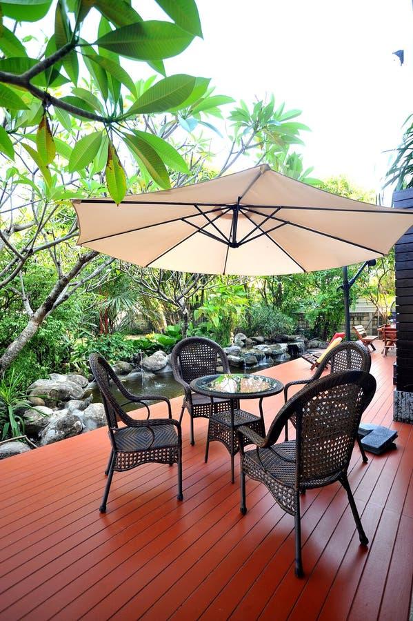 Χαλαρώστε στον κήπο στοκ εικόνες με δικαίωμα ελεύθερης χρήσης