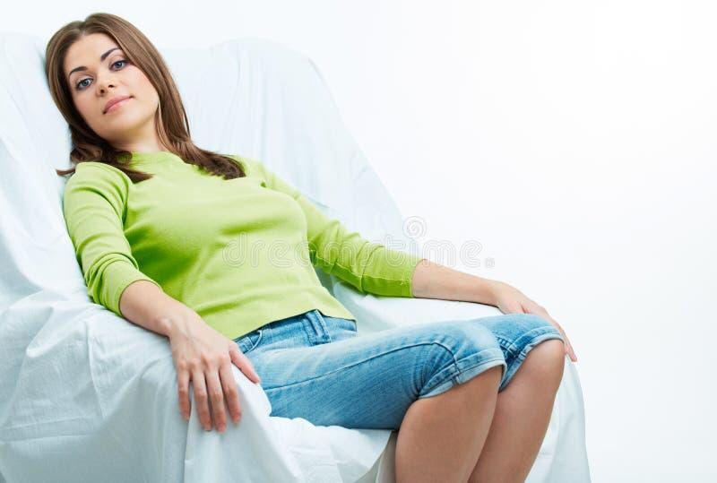 Χαλαρώστε τη γυναίκα σε chear στοκ εικόνα