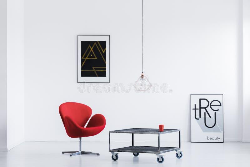 Χαλαρώστε το δωμάτιο με τις σύγχρονες αφίσες στοκ εικόνες με δικαίωμα ελεύθερης χρήσης