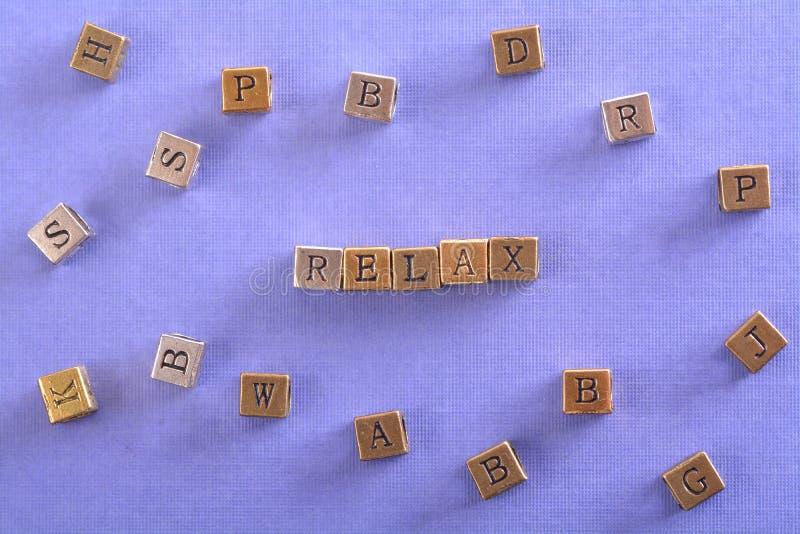 Χαλαρώστε το φραγμό μετάλλων λέξης στοκ φωτογραφία με δικαίωμα ελεύθερης χρήσης