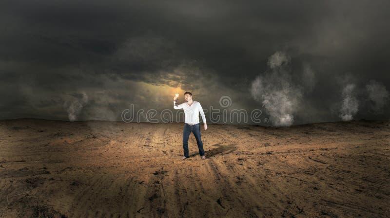 Χαμένο άτομο στο παράξενο έδαφος στοκ εικόνα