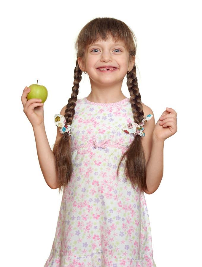 Χαμένο πορτρέτο παιδιών κοριτσιών δοντιών με το πράσινο μήλο, βλαστός στούντιο που απομονώνεται στο άσπρο υπόβαθρο στοκ εικόνα με δικαίωμα ελεύθερης χρήσης
