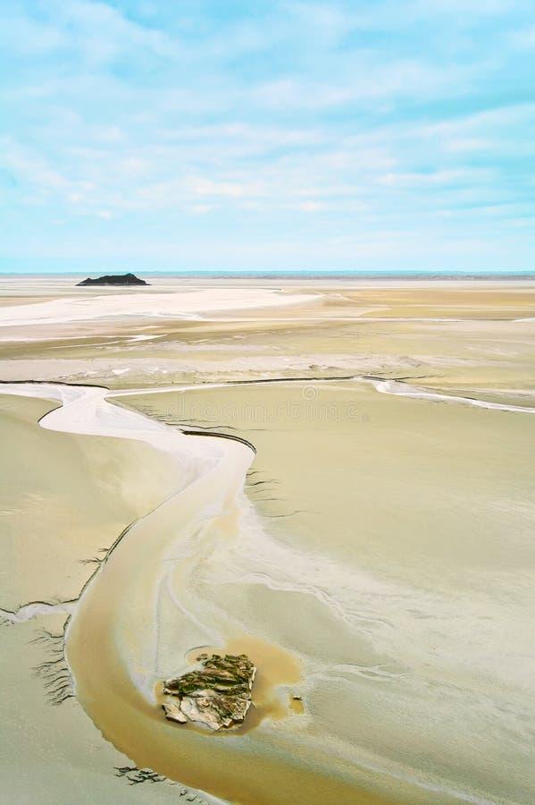 Χαμηλή παλίρροια στον κόλπο Mont Άγιος Michel. Νορμανδία. στοκ εικόνα με δικαίωμα ελεύθερης χρήσης