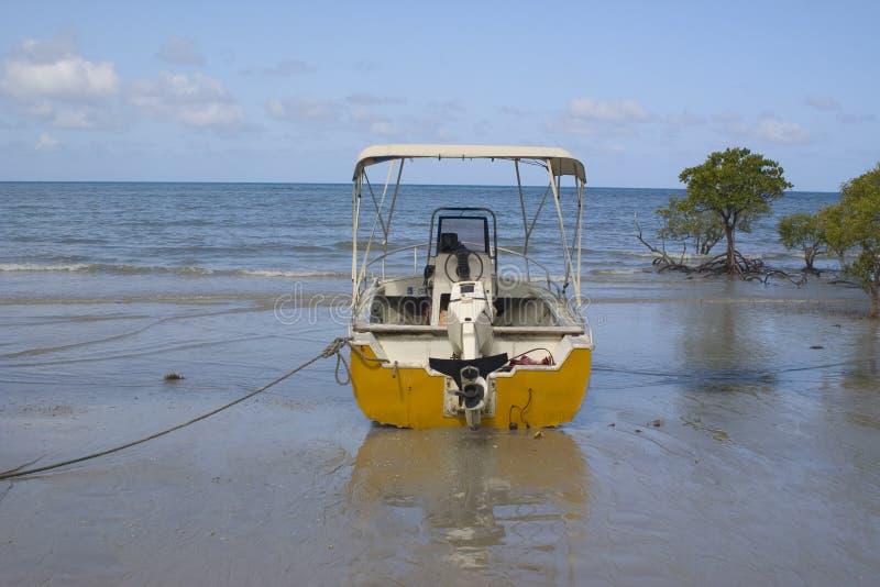 Download χαμηλή παλίρροια στοκ εικόνα. εικόνα από ουρανός, άμμος - 1528983