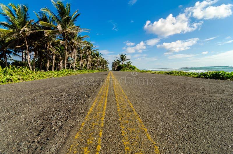 Χαμηλή όψη του παράκτιου δρόμου στοκ φωτογραφίες με δικαίωμα ελεύθερης χρήσης