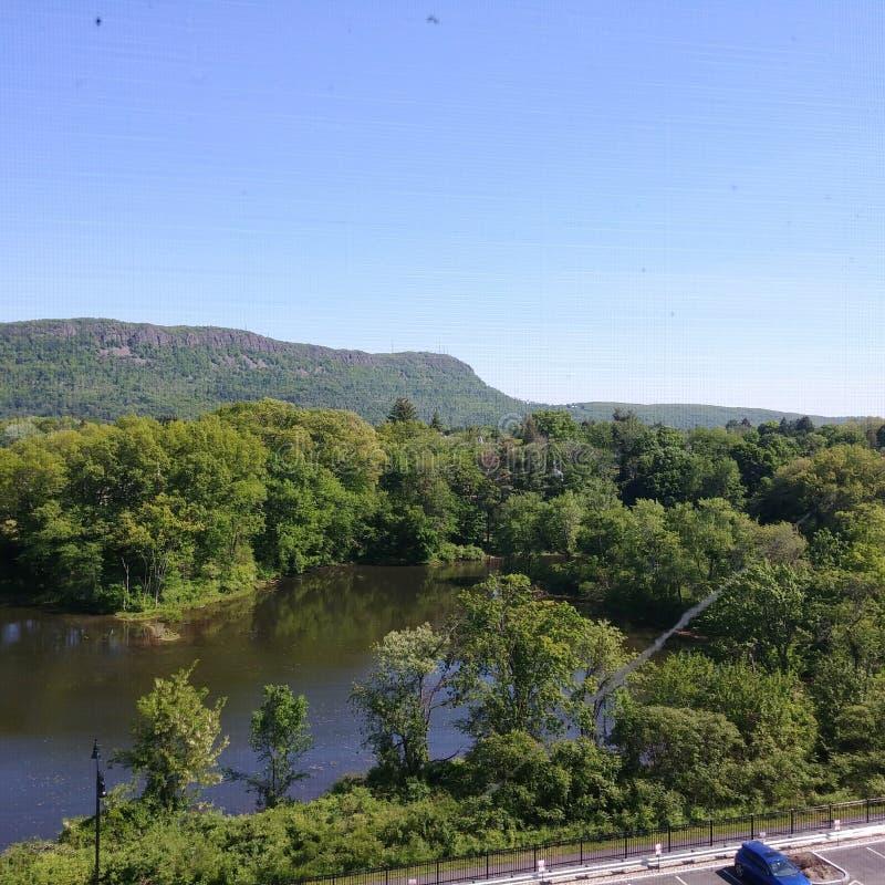 Χαμηλότερη λίμνη μύλων και ΑΜ Tom σε Easthampton, μΑ στοκ φωτογραφίες