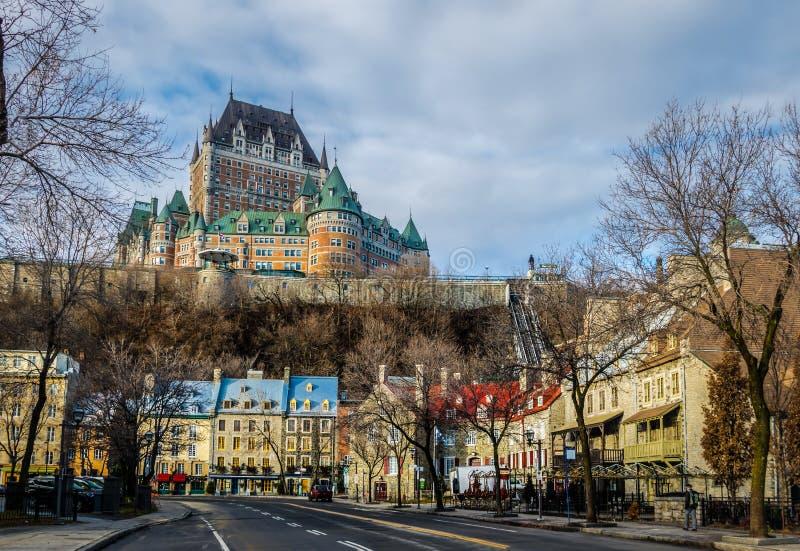 Χαμηλότερη παλαιά κωμόπολη basse-Ville και Frontenac Castle - πόλη του Κεμπέκ, Κεμπέκ, Καναδάς στοκ εικόνες με δικαίωμα ελεύθερης χρήσης