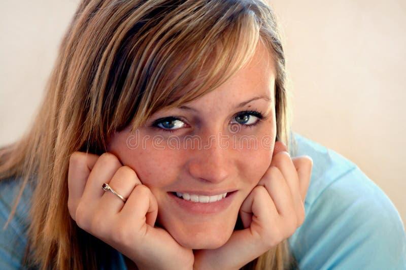 Download χαμογελώντας έφηβος πορ&t στοκ εικόνες. εικόνα από πρόσωπο - 2228246